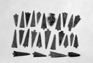 Sioux (probably). <em>23 Arrow Points</em>. Metal, stone, bird beak Brooklyn Museum, Henry L. Batterman Fund and the Frank Sherman Benson Fund, 50.67.149a-y. Creative Commons-BY (Photo: , 50.67.149a-y_group_bw.jpg)