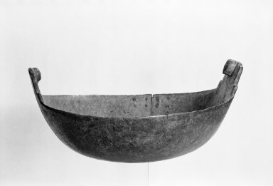 Delaware. <em>Bowl</em>, early 19th century. Wood, brass, 7 1/4 x 14 x 14 in. (18.4 x 35.6 x 35.6 cm). Brooklyn Museum, Henry L. Batterman Fund and the Frank Sherman Benson Fund, 50.67.161. Creative Commons-BY (Photo: Brooklyn Museum, 50.67.161_bw_SL1.jpg)
