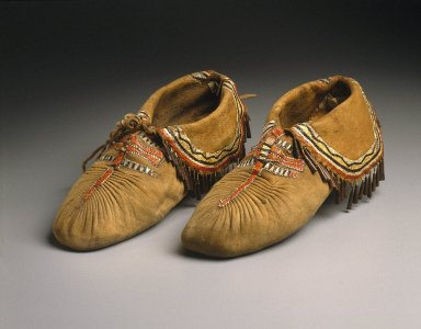 Eastern, Sioux. <em>Pair of Puckered Moccasins</em>, early 19th century. Smoked buckskin, deer skin, deer hair, porcupine quills, copper, 4 x 11 in. (10.2 x 27.9 cm). Brooklyn Museum, Henry L. Batterman Fund and Frank Sherman Benson Fund, 50.67.20a-b. Creative Commons-BY (Photo: Brooklyn Museum, 50.67.20a-b_SL1.jpg)