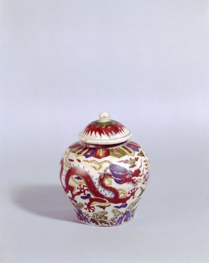 <em>Jar and Cover</em>, 1573-1619. Porcelain, 4 3/4 x 4 15/16 in. (12 x 12.6 cm). Brooklyn Museum, The William E. Hutchins Collection, Bequest of Augustus S. Hutchins, 52.49.15a-b. Creative Commons-BY (Photo: Brooklyn Museum, 52.49.15a-b_SL5.jpg)