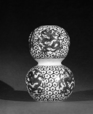 <em>Double-Gourd Vase</em>, 1522-1566. Porcelain with cobalt-blue underglaze decoration, 4 1/8 x 2 11/16 in. (10.5 x 6.8 cm). Brooklyn Museum, The William E. Hutchins Collection, Bequest of Augustus S. Hutchins, 52.49.21. Creative Commons-BY (Photo: Brooklyn Museum, 52.49.21_bw.jpg)