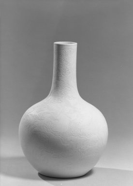 <em>Vase</em>, 1736-1795. Soft paste porcelain, 9 15/16 x 7 1/2 in. (25.3 x 19 cm). Brooklyn Museum, The William E. Hutchins Collection, Bequest of Augustus S. Hutchins, 52.49.8. Creative Commons-BY (Photo: Brooklyn Museum, 52.49.8_acetate_bw.jpg)