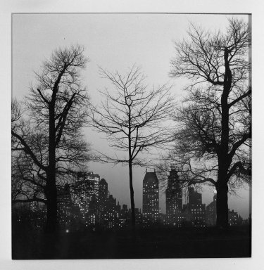 Fritz Henle (American, 1909-1993). <em>Central Park South</em>. Photograph Brooklyn Museum, Gift of the artist, 53.13.2. © artist or artist's estate (Photo: Brooklyn Museum, 53.13.2_acetate_bw.jpg)