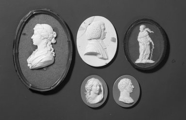 Wedgwood & Bentley (1768-1780). <em>Portrait Medallion</em>. Jasperware Brooklyn Museum, Gift of Emily Winthrop Miles, 58.194.33. Creative Commons-BY (Photo: Brooklyn Museum, 53.264.6_58.194.33_59.202.5_57.180.99_57.180.68_acetate_bw.jpg)
