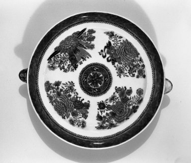 <em>Hot Water Plate with Two Spouts</em>, early 19th century. Porcelain, 9 3/4 in. (24.8 cm). Brooklyn Museum, The Helena Woolworth McCann Trade Procelain Collection, Gift of the Winfield Foundation, 55.10.54b. Creative Commons-BY (Photo: Brooklyn Museum, 55.10.54b_acetate_bw.jpg)