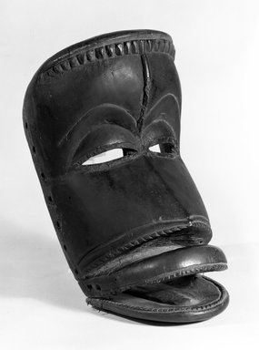 Dan. <em>Mask</em>, late 19th-early 20th century., 9 15/16 x 5 3/8 x 5 1/4 in. (25.2 x 13.7 x 13.3 cm). Brooklyn Museum, Gift of Arturo and Paul Peralta-Ramos, 56.6.101. Creative Commons-BY (Photo: Brooklyn Museum, 56.6.101_bw.jpg)