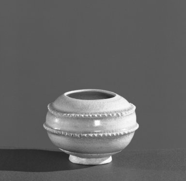 <em>Jar</em>, 581-618. High-fired green ware (celadon), 2 1/8 x 2 15/16 in. (5.4 x 7.5 cm). Brooklyn Museum, Gift of Francis M. Sedgwick, by exchange, 58.38. Creative Commons-BY (Photo: Brooklyn Museum, 58.38_acetate_bw.jpg)