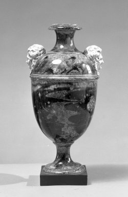 <em>Urn</em>. Jasper, agate, and other ware Brooklyn Museum, Gift of Emily Winthrop Miles, 60.198.25. Creative Commons-BY (Photo: Brooklyn Museum, 60.198.25_acetate_bw.jpg)