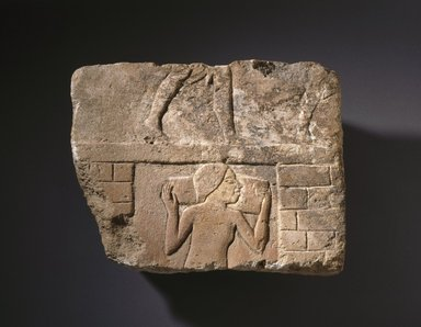 <em>Building Scene</em>, ca. 1352-1347 B.C.E. Limestone, pigment, 8 3/8 x 10 5/8 x 1 7/16 in. (21.2 x 27 x 3.6 cm). Brooklyn Museum, Charles Edwin Wilbour Fund, 61.195.1. Creative Commons-BY (Photo: Brooklyn Museum, 61.195.1_SL1.jpg)