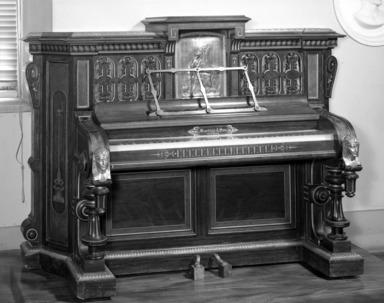 Martins & Son. <em>Pianoforte</em>, ca. 1870. Rosewood, walnut, 57 x 80 x 30 in. (144.8 x 203.2 x 76.2 cm). Brooklyn Museum, Gift of Mrs. Ray Blatt and Joseph Blatt, 61.231. Creative Commons-BY (Photo: Brooklyn Museum, 61.231_acetate_bw.jpg)