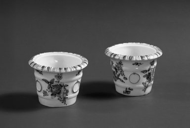Bow Porcelain Factory. <em>Flower Tub</em>, ca. 1765. Porcelain, 2 3/16 x 1 5/16 in. (5.6 x 3.3 cm). Brooklyn Museum, Gift of Pearl and Donald S. Morrison, 61.232.9. Creative Commons-BY (Photo: , 61.232.9_61.232.10_acetate_bw.jpg)
