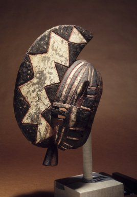 "Bwa. <em>Mask (Wan Norga)</em>, late 19th-early 20th century. Wood, pigment ""black resinous mud matrix"", 17 x 7 x 11 in. (42.0 x 16.0 x 28.0 cm). Brooklyn Museum, Gift of E.R. Squibb and Sons, 61.92.2. Creative Commons-BY (Photo: Brooklyn Museum, 61.92.2.jpg)"