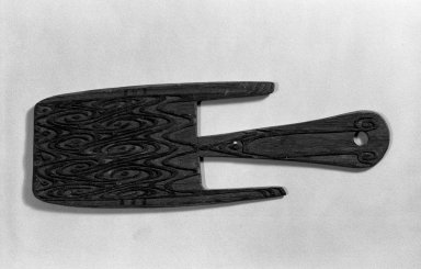 <em>Suspension Hook</em>. Carved wood, 14 1/2 x 5 in. (36.8 x 12.7 cm). Brooklyn Museum, Gift of Stanley Ross, 62.55.13. Creative Commons-BY (Photo: Brooklyn Museum, 62.55.13_acetate_bw.jpg)