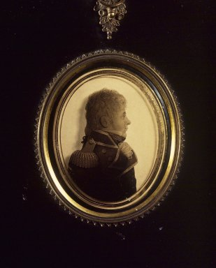Lea of Portsmouth. <em>Silhouette of Man Facing Right, Wearing Military Uniform</em>, ca. 1810. Paint on glass, gold border, gilt inner frame, papier mache outer frame, framed size: 7 1/8 x 6 in. (18.1 x 15.2 cm). Brooklyn Museum, Gift of the Estate of Emily Winthrop Miles, 64.195.104 (Photo: Brooklyn Museum, 64.195.104.jpg)