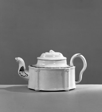 <em>Teapot</em>, ca. 1750. Creamware, a: 4 x 5 3/4 in. (10.2 x 14.6 cm). Brooklyn Museum, Gift of the Estate of Emily Winthrop Miles, 64.195.50. Creative Commons-BY (Photo: Brooklyn Museum, 64.195.50_acetate_bw.jpg)