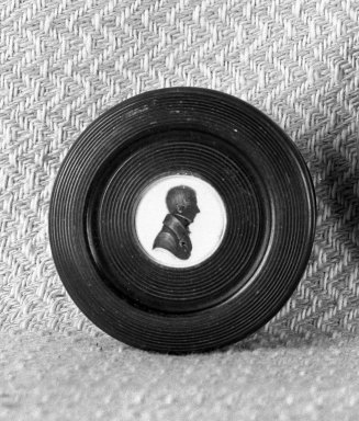 John Field (1771-1841). <em>Round Box with Silhouette Bust of Man on Lid</em>, ca. 1835. Horn, paint on plaster, gold, glass, diameter: 3 in. (7.6 cm). Brooklyn Museum, Gift of the Estate of Emily Winthrop Miles, 64.195.86. Creative Commons-BY (Photo: Brooklyn Museum, 64.195.86_acetate_bw.jpg)