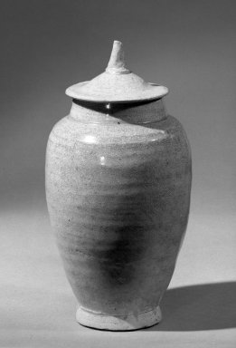 <em>Jar with Cover</em>, 618-907. Porcelaneous stoneware Brooklyn Museum, Gift of Bernice and Robert Dickes, 65.54. Creative Commons-BY (Photo: Brooklyn Museum, 65.54_with_cover_acetate_bw.jpg)