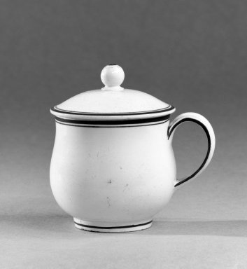 Josiah Wedgwood & Sons Ltd. (founded 1759). <em>Custard Cup with Cover</em>, ca. 1790. Creamware, 3 1/2 x 3 3/4 in. (8.9 x 9.5 cm). Brooklyn Museum, Gift of the Bess and Sam Zeigen Family, 66.229.14a-b. Creative Commons-BY (Photo: Brooklyn Museum, 66.229.14a-b_bw.jpg)
