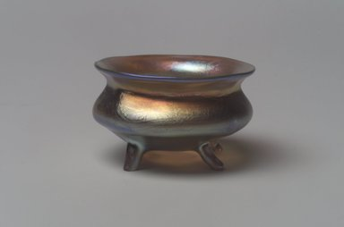 Tiffany Studios (1902-1932). <em>Salt Cellar</em>, ca. 1901-1905. Opalescent glass, 1 1/8 x 2 x 2 in. (2.9 x 5.1 x 5.1 cm). Brooklyn Museum, Bequest of Laura L. Barnes, 67.120.82. Creative Commons-BY (Photo: Brooklyn Museum, 67.120.82.jpg)