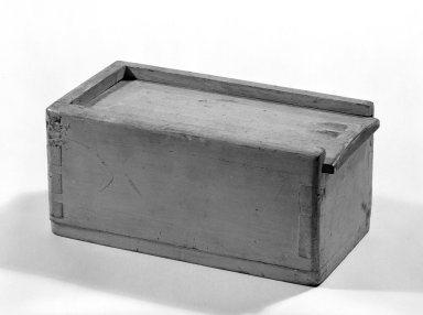 <em>Box</em>, ca. 1800. Pine, 3 7/8 x 8 1/8 x 4 1/2 in. (9.8 x 20.6 x 11.4 cm). Brooklyn Museum, Gift of Mr. and Mrs. Henry Sherman, 67.128.17. Creative Commons-BY (Photo: Brooklyn Museum, 67.128.17_bw.jpg)