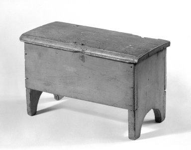 <em>Miniature Chest</em>, ca. 1800. Pine, Other: 6 1/2 x 10 1/2 x 5 1/4 in. (16.5 x 26.7 x 13.3 cm). Brooklyn Museum, Gift of Mr. and Mrs. Henry Sherman, 67.128.18. Creative Commons-BY (Photo: Brooklyn Museum, 67.128.18_bw.jpg)