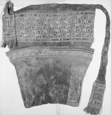 Chimú. <em>Loincloth</em>, 1532-1700 or 1000-1400. Cotton, camelid fiber, 56 5/16 x 32 5/16in. (143 x 82cm). Brooklyn Museum, Gift of Jack Lenor Larsen, 67.240.2. Creative Commons-BY (Photo: Brooklyn Museum, 67.240.2_view1_bw.jpg)