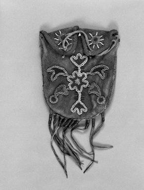 Eastern Woodlands; Weeden Island Culture. <em>Flat Bag with beaded floral pattern</em>, 1801-1900 19th century. Buckskin, wool, seed beads, leather, 8 1/2 x 5 1/2 in. (21.6 x 14 cm). Brooklyn Museum, Gift of Irving Rice, 67.241.1. Creative Commons-BY (Photo: Brooklyn Museum, 67.241.1_bw.jpg)