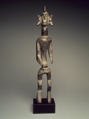 Mumuye. <em>Figure (Iagalagana)</em>, late 19th century. Wood, kaolin, without base: 21 3/4 x 4 x 3 3/4 in. (55.5 x 10.2 x 9.5 cm). Brooklyn Museum, Carll H. de Silver Fund, 68.191. Creative Commons-BY (Photo: Brooklyn Museum, 68.191.jpg)