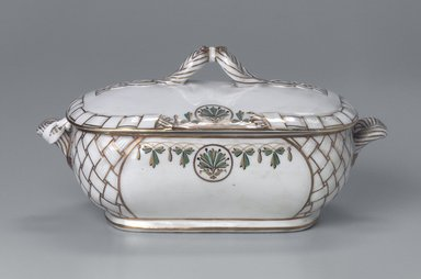 Union Porcelain Works (1863-ca. 1922). <em>Vegetable Dish and Cover</em>, ca. 1880. Porcelain, 5 1/2 x 10 15/16 x 5 15/16 in. (14 x 27.8 x 15.1 cm). Brooklyn Museum, Gift of Franklin Chace, 68.87.8a-b. Creative Commons-BY (Photo: Brooklyn Museum, 68.87.8a-b.jpg)