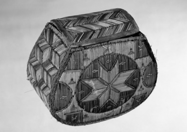 Woodlands. <em>Rounded Box with eight pointed star pattern</em>, late 19th century. Birchbark, porcupine quill, calico cloth, 5 1/2 × 6 3/4 × 3 5/8 in. (14 × 17.1 × 9.2 cm). Brooklyn Museum, Ella C. Woodward Memorial Fund, 68.98. Creative Commons-BY (Photo: Brooklyn Museum, 68.98_bw.jpg)