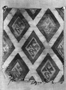 Chimú (attributed by Nobuko Kajatani, 1993). <em>Textile Fragment, undetermined</em>, 1400-1532 or Undetermined. Cotton, camelid fiber, 9 1/4 × 11 1/2 in. (23.5 × 29.2 cm). Brooklyn Museum, Gift of Ernest Erickson, 70.177.4. Creative Commons-BY (Photo: Brooklyn Museum, 70.177.4_cropped_bw_IMLS.jpg)
