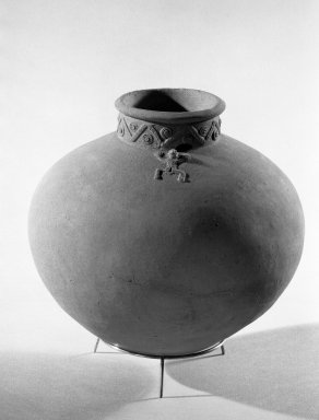<em>Jar</em>. Ceramic, 6 1/2 x 7 1/2 in. (16.5 x 19.1 cm). Brooklyn Museum, Gift of Ernest E. Erickson, 71.174.34. Creative Commons-BY (Photo: Brooklyn Museum, 71.174.34_acetate_bw.jpg)