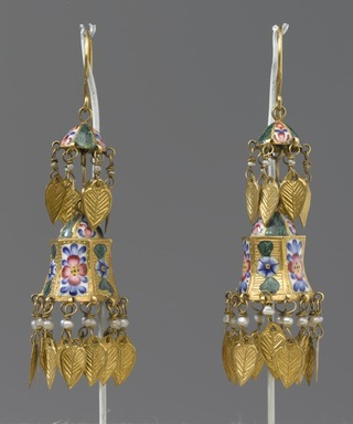 <em>Two-Tiered Enamel Earrings</em>, late 18th-early 19th century. Gold, polychrome enamel, and pearl, 2 1/2 in. (6.4 cm). Brooklyn Museum, Bequest of Julian Clarence Levi, 71.193.1a-b. Creative Commons-BY (Photo: Brooklyn Museum, 71.193.1a-b_PS2.jpg)