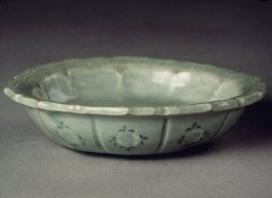 <em>Bowl</em>, 13th century. Porcelaneous stoneware with celadon glaze, Height: 4 1/8 in. (10.5 cm). Brooklyn Museum, Gift of Bernice and Robert Dickes, 72.162.2. Creative Commons-BY (Photo: Brooklyn Museum, 72.162.2.jpg)