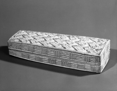 Kuba. <em>Ivory Box</em>, late 19th or early 20th century. Ivory, 1 1/2 x 8 x 2 1/2 in. (3.8 x 20.3 x 6.3 cm). Brooklyn Museum, Gift of John Hewitt, 74.33.4a-b. Creative Commons-BY (Photo: Brooklyn Museum, 74.33.4a-b_bw.jpg)