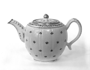 Possibly Worcester Royal Porcelain Co. (founded 1751). <em>Teapot and Lid</em>, 18th century (possibly). Porcelain, 5 9/16 x 9 x 3 in. (14.1 x 22.9 x 7.6 cm). Brooklyn Museum, Gift of Donald S. Morrison, 74.42a-b. Creative Commons-BY (Photo: Brooklyn Museum, 74.42a-b_bw.jpg)