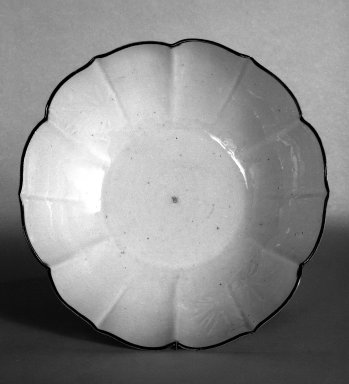 <em>Bowl</em>, 17th century. Porcelain, 2 3/4 x 7 3/4 in. (7 x 19.7 cm). Brooklyn Museum, Purchased with funds given by Mr. and Mrs. Harry Kahn, 74.54. Creative Commons-BY (Photo: Brooklyn Museum, 74.54_bw.jpg)