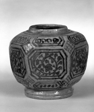 <em>Jar</em>, 15th century. Sawankhalok painted iron, 4 1/4 x 5 in. (10.8 x 12.7 cm). Brooklyn Museum, By exchange, 74.59.3. Creative Commons-BY (Photo: Brooklyn Museum, 74.59.3_bw.jpg)