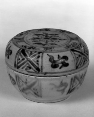<em>Covered Bowl</em>, 15th century. Stoneware, 2 1/8 x 3 in. (5.4 x 7.6 cm). Brooklyn Museum, By exchange, 74.59.7a-b. Creative Commons-BY (Photo: Brooklyn Museum, 74.59.7a-b_bw.jpg)