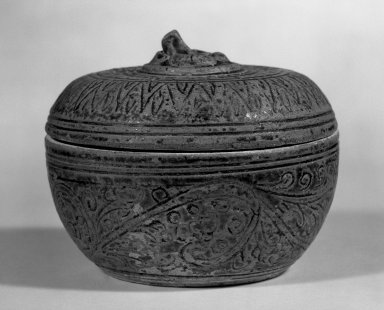 <em>Sawankhalok Covered Box with Cover</em>, 14th century. Stoneware, clay, 3 1/4 x 4 in. (8.3 x 10.2 cm). Brooklyn Museum, Designated Purchase Fund, 75.32.1a-b. Creative Commons-BY (Photo: Brooklyn Museum, 75.32.1a-b_bw.jpg)