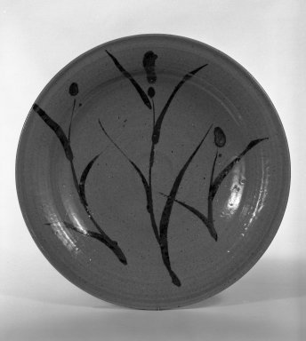 Nakazato Taroemon XII (Japanese, 1895-1985). <em>Dish with Design of Grasses</em>, ca. 20th century. E-karatsu ware, H: 2 1/8 in. (5.4 cm). Brooklyn Museum, Designated Purchase Fund, 75.35.1. Creative Commons-BY (Photo: Brooklyn Museum, 75.35.1_bw.jpg)