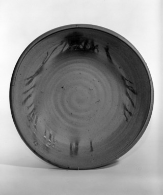 Kaneshige Toyo (Japanese, 1896, 1967). <em>Basin with Hidasuki Designs</em>, ca. 20th century. Stoneware with gray core, 3 1/4 x 14 1/2 in. (8.3 x 36.8 cm). Brooklyn Museum, Designated Purchase Fund, 75.35.2. Creative Commons-BY (Photo: Brooklyn Museum, 75.35.2_bw.jpg)