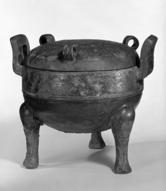 <em>Tripod Vessel with Lid</em>, 1100-256 B.C.E. Cast bronze, 8 1/4 x 9 1/2 in. (21 x 24.1 cm). Brooklyn Museum, Anonymous gift, 76.154.1a-b. Creative Commons-BY (Photo: Brooklyn Museum, 76.154.1a-b_bw.jpg)