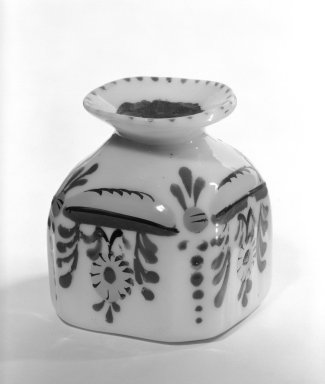 <em>Pouncepot</em>, 18th century (possibly). Glass, 2 1/2 x 1 5/8 in. (6.4 x 4.1 cm). Brooklyn Museum, The C. Helme and Alice B. Strater Collection, Gift of C. Helme Strater, Jr., John B. Strater, and Margaret S. Robinson, 76.34.13. Creative Commons-BY (Photo: Brooklyn Museum, 76.34.13_bw.jpg)