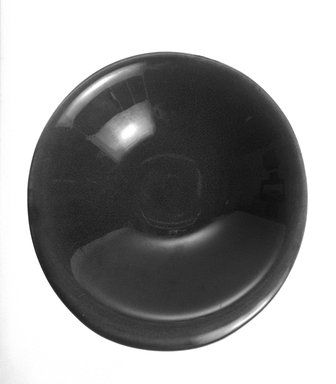 Russel Wright (American, 1904-1976). <em>Bowl</em>, 20th century. Glazed earthenware, 1 1/2 x 6 3/4 x 6 3/4 in. (3.8 x 17.1 x 17.1 cm). Brooklyn Museum, Gift of Russel Wright, 76.99.13. Creative Commons-BY (Photo: Brooklyn Museum, 76.99.13_bw.jpg)