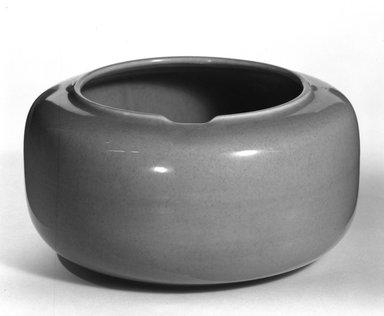 Russel Wright (American, 1904-1976). <em>Tureen</em>, ca. 1938. Glazed earthenware, 4 x 7 1/2 in. (10.2 x 19.1 cm). Brooklyn Museum, Gift of Russel Wright, 76.99.18. Creative Commons-BY (Photo: Brooklyn Museum, 76.99.18_bw.jpg)