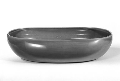 Russel Wright (American, 1904-1976). <em>Serving Dish</em>, 1937-ca. 1938 (design). Glazed earthenware, 2 1/4 x 10 x 7 1/4 in. (5.7 x 25.4 x 18.4 cm). Brooklyn Museum, Gift of Russel Wright, 76.99.24. Creative Commons-BY (Photo: Brooklyn Museum, 76.99.24_bw.jpg)