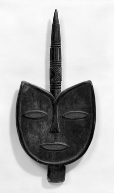 Keaka. <em>Staff with Large Bird Face</em>, early 20th century. Wood, pigment, 27 x 12 3/4 x 3 1/4 in. (68.5 x 32.3 x 8.2 cm). Brooklyn Museum, Gift of Mr. and Mrs. J. Gordon Douglas III, 78.115.2. Creative Commons-BY (Photo: Brooklyn Museum, 78.115.2_bw.jpg)