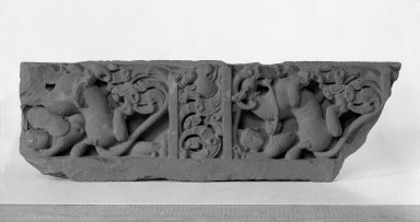 <em>Architectural Relief</em>, 6th-7th century C.E. Red Sandstone, 22 1/4 x 7 in. (56.5 x 17.8 cm). Brooklyn Museum, Gift of Georgia and Michael de Havenon, 78.195.2. Creative Commons-BY (Photo: Brooklyn Museum, 78.195.2_bw.jpg)