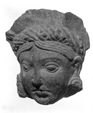 <em>Head of an Attendant Deity</em>, 1st century. Sandstone, 3 7/8 x 3 1/4 in. (9.8 x 8.3 cm). Brooklyn Museum, Gift of Georgia and Michael de Havenon, 79.254.1. Creative Commons-BY (Photo: Brooklyn Museum, 79.254.1_bw.jpg)